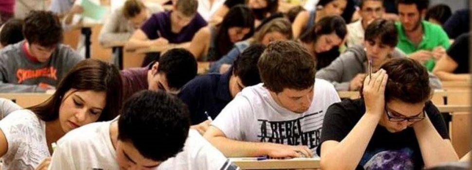 Macri prometió premios para los estudiantes de las becas Progresar