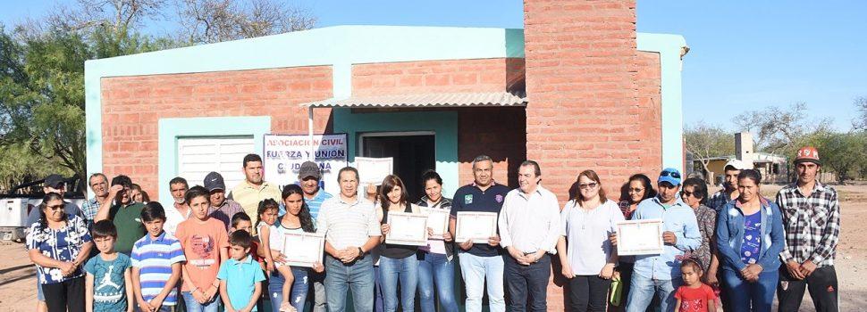 Entregan viviendas sociales en El Desbastadero