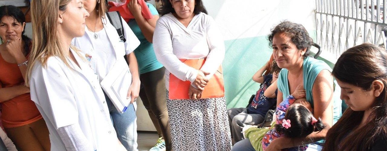 """Entrega de raciones del programa """"Mis Primeros  1.700 días"""" en el barrio Los Lagos de La Banda"""