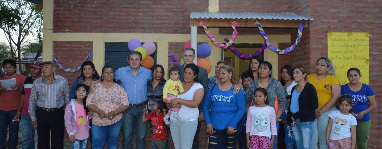 Entregan viviendas sociales en Villa Robles
