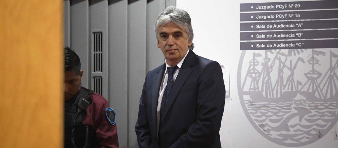 Diez años de prisión e inhabilitación de por vida para el médico del Garrahan que distribuía pornografía infantil