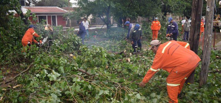 El municipio asiste con personal y maquinaria los barrios afectados por el temporal