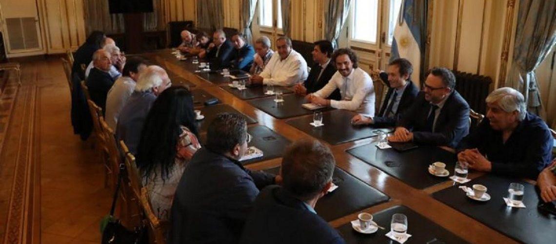 El Gobierno acordó con la CGT y la CTA el pago de un bono para los trabajadores privados en enero