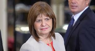 «Coronavivos»: Patricia Bullrich viola la cuarentena con un permiso para circular falso