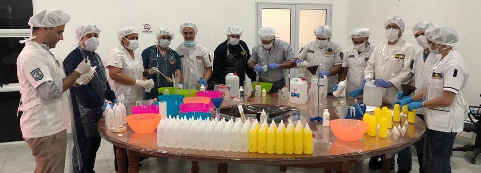 Producción de alcohol en gel, barbijos y gafas  protectoras para personal de la Policía provincial