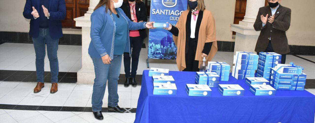 La Ing. Fuentes entregó termómetros infrarrojos a las reparticiones del municipio