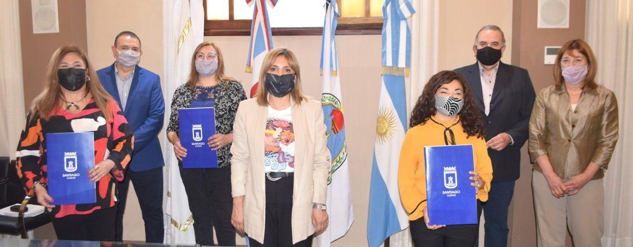 La intendente Fuentes encabezó ceremonia de designación de personal del servicio educativo municipal