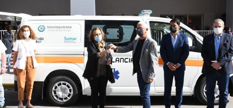 Ministra de Salud, Lic. Natividad Nassif participó  de jornada de vacunación y realizó la  entrega de una ambulancia al CIS Termas